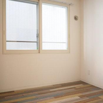 こちらは寝室ですかね(※写真は3階の同間取り別部屋のものです)