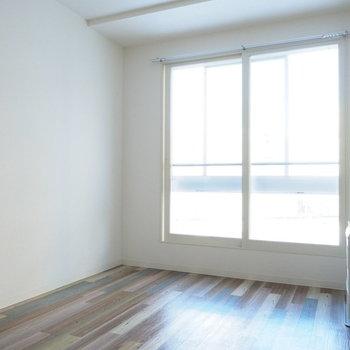 日当たりの良いリビング(※写真は3階の同間取り別部屋のものです)