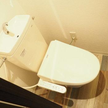 ウォシュレット付きトイレ(※写真は3階の同間取り別部屋のものです)