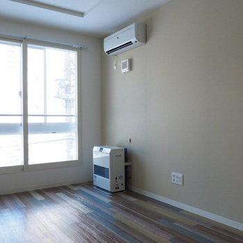 エアコンと暖房完備です(※写真は3階の同間取り別部屋のものです)