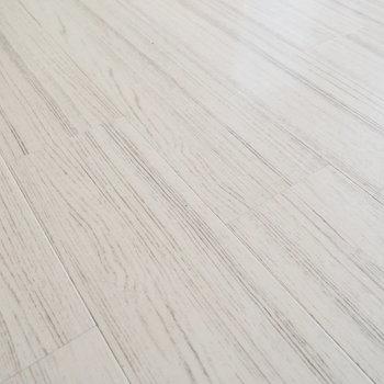床は白っぽい感じ