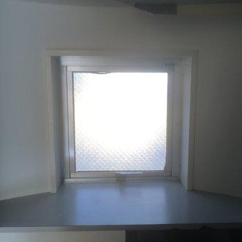 キッチンの横の出窓に何を置く?