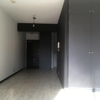 バスルーム横はスペース広々