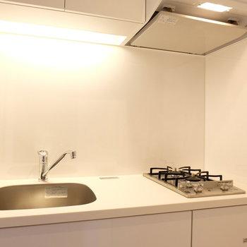 キッチンはこちら、作業台も大きめ