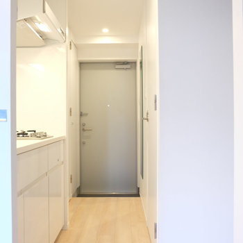 背面に冷蔵庫ですね