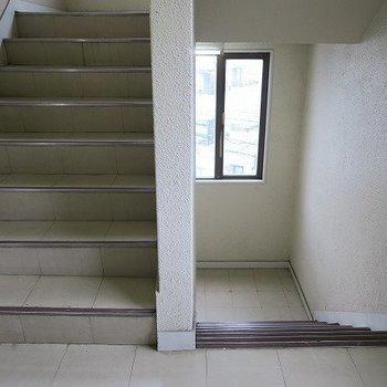 階段はこんな感じです。
