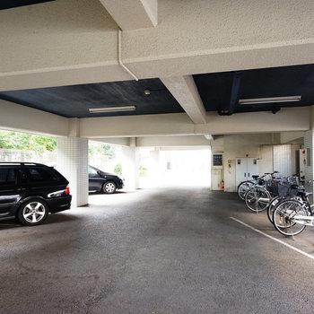 建物1階は駐車場と駐輪場に!