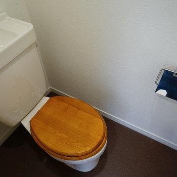 木製便座のトイレ◎※写真は反転です