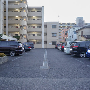 駐車場も広々!