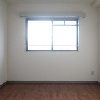 玄関左にも寝室※写真は工事前です