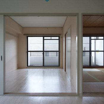 左はリビングに、右は無垢の寝室に♪※写真は工事前です