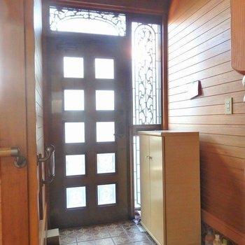 玄関は重厚感があります。