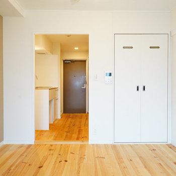 横幅があるので家具の配置も考えやすい!※写真は反転タイプ、前回募集時のお写真です
