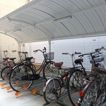 自転車はオートロック内。しかも無料です!