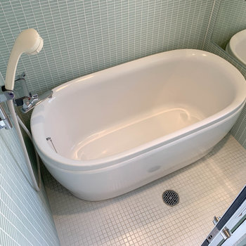 お風呂は湯船が広めです。