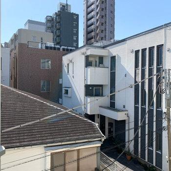 眺望は近隣の住宅。