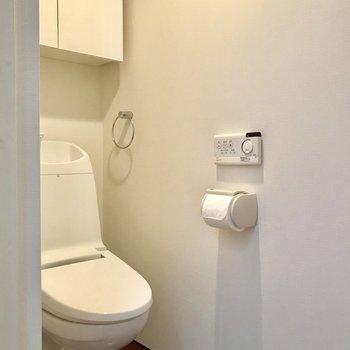 トイレはお向かいに。収納が嬉しい◎※写真は前回募集時のものです