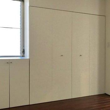 【洋室②】こっちにもたくさん収納!※写真は前回募集時のものです