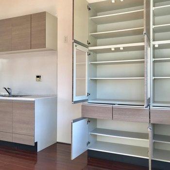 【LDK】なんと食器棚も...全部開けちゃいました。※写真は前回募集時のものです