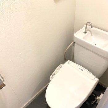 トイレには少し段差があります