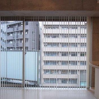 外はマンションが見えます※画像は別部屋