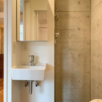 脱衣所入って、左側に洗面台があります。※写真は前回募集時のものです