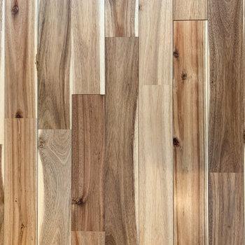 【ディテール】無垢床があたたかみを分けてくれます。※写真は前回募集時のものです