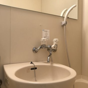 トイレのタンクの上を物置台にしましょう。※写真は前回募集時のものです