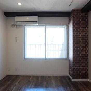 床と壁の雰囲気がマッチしています。左上にあるのは…※写真は前回募集時のものです