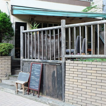 1階のカフェ。常連になりたい。