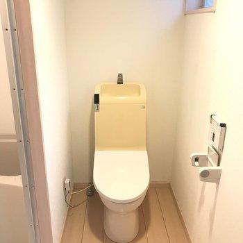 脱衣所スペースにはウォシュレット付きのトイレが