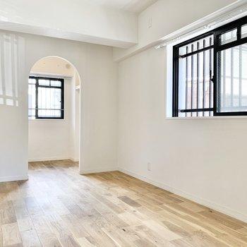 洋室にも窓があって風通し良好◎