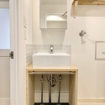 洗面台は造作で可愛いかつ機能的に!