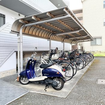 共用部】駐輪場はマンションの敷地内に。