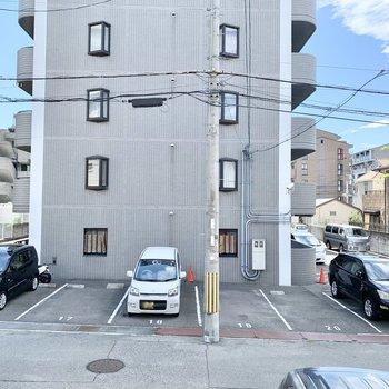 1階だけど1.5階の高さで通行人と目が合いにくいですよ。