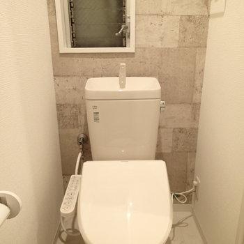 トイレも新品!一応換気もできますよ。