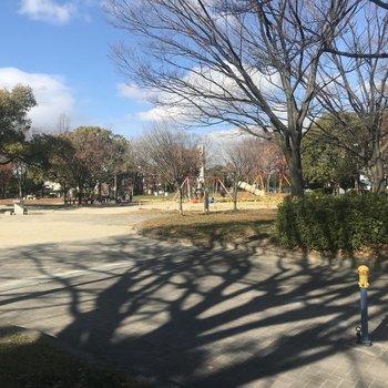近くの公園。お子さんがいるご家庭におすすめの環境です。
