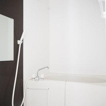 清潔感のあるバスルーム。乾燥機付いてます。