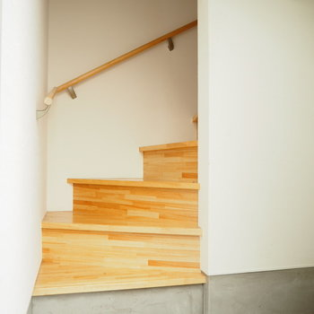玄関開けると、すぐに階段!!
