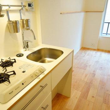 キッチンはガス2口です◎※写真は同物件反転です