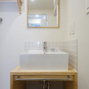 洗面台も新設してナチュラルデザイン♪