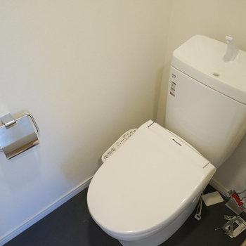 トイレも新品、ウォシュレット付き!