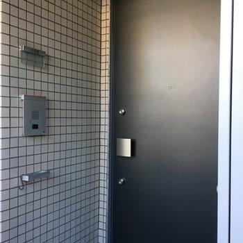 106号室は奥まった場所にドアがありますよ。