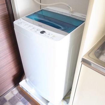 すぐとなりに洗濯機です。