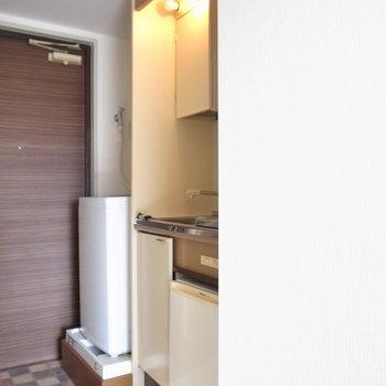 廊下のキッチンはミニサイズです。