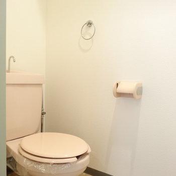トイレの床の柄がレトロかわいい