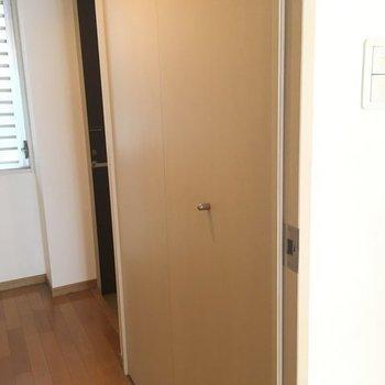 クローゼットは廊下にありました〜※写真は2階の同間取り別部屋です