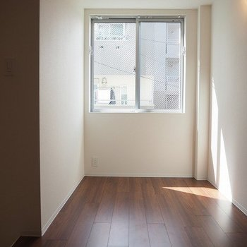 陽当りもいい ※写真は1階の反転間取り別部屋のものです