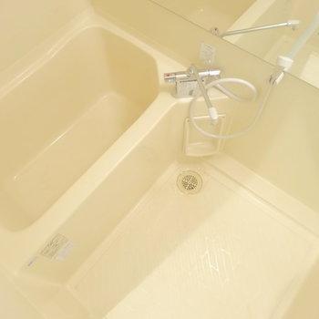 お風呂は既存を利用し、大きな鏡をつけました!(※写真は前回掲載時のものです)