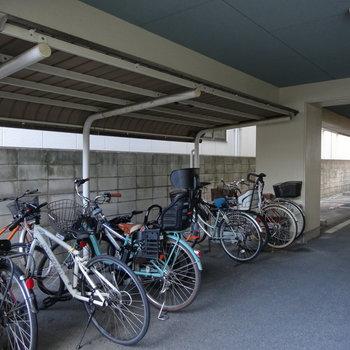 駐輪場は屋根があります◎